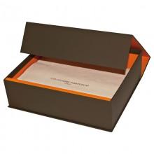 Подарочная коробка на магните с салфеткой для портфолио